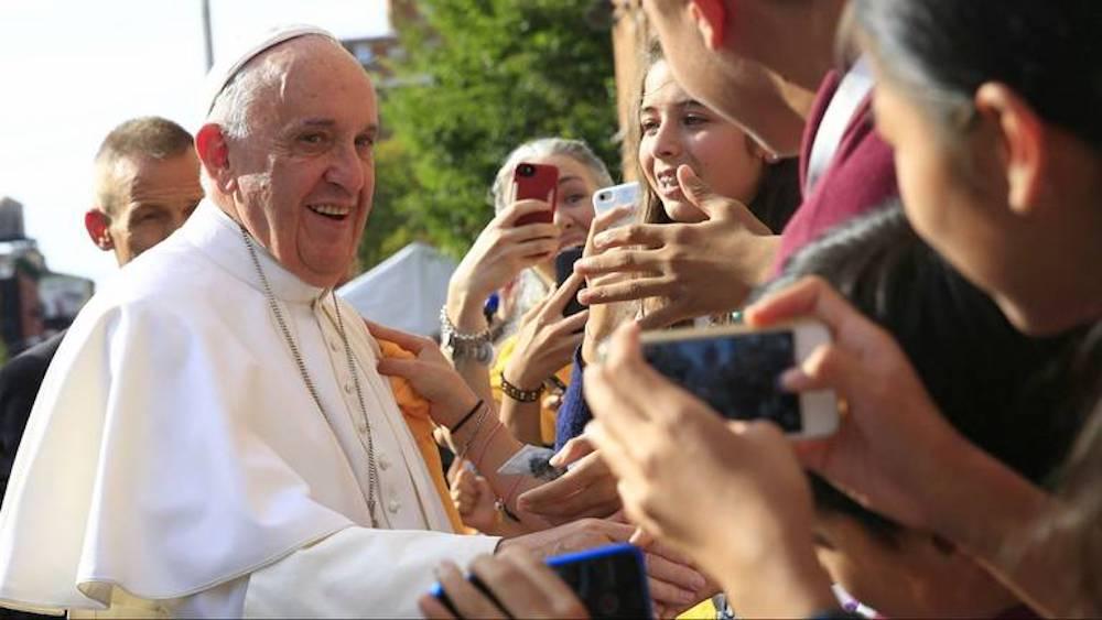 El Papa Francisco se ha distinguido por ser muy cercano a los jóvenes. Foto: Especial