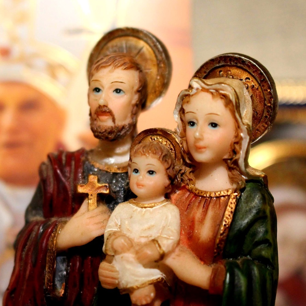 Reflexionar sobre las enseñanzas de la Biblia, fortalece la unión familiar. Foto: Samuel Moreira/Cathopic