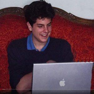 Carlo tenía habilidades para todo lo relacionado con el mundo de la informática y amaba a la Eucaristía. Foto: Amigos de Carlos Acutis/ Facebook